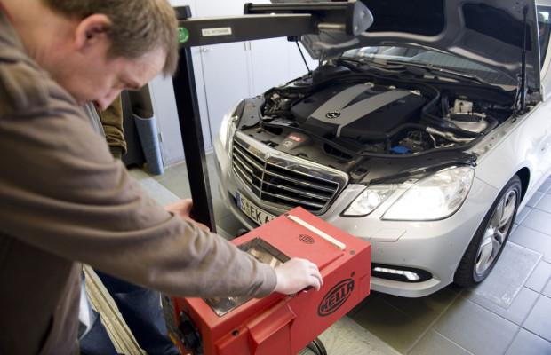 ADAC-Lichtest 2012: Jedes zweite Auto mit Mängeln