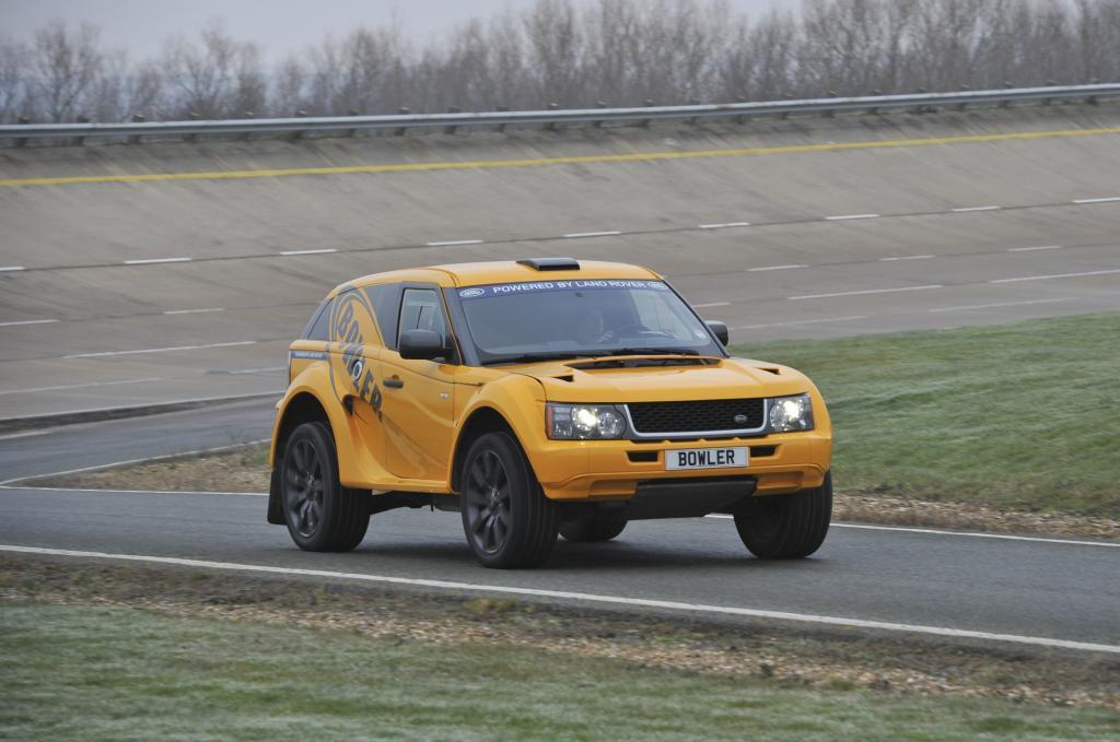 Abgeleitet vom Range Rover Sport ist der Zweisitzer so etwas wie der Lamborghini unter den Geländewagen