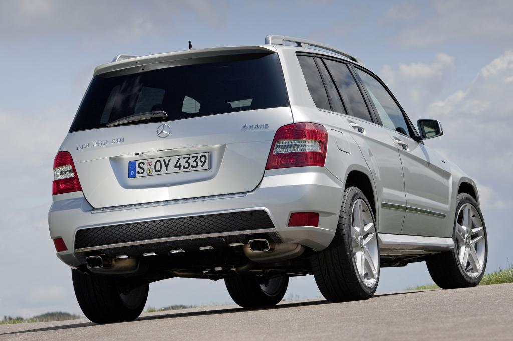 Als 200 und 220 CDI hat er serienmäßig Hinterradantrieb, bei den übrigen Varianten zählt der Allrad zur Serie