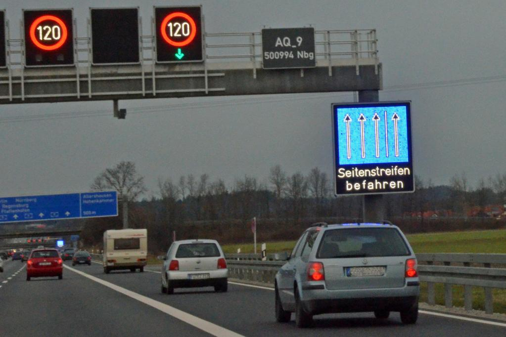Autobahnverkehr: Seitenstreifen befahren