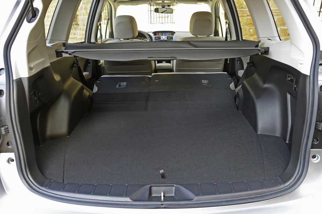 Bei umgeklappten Rücksitzlehnen passen knapp 1.600 Liter in den Forester