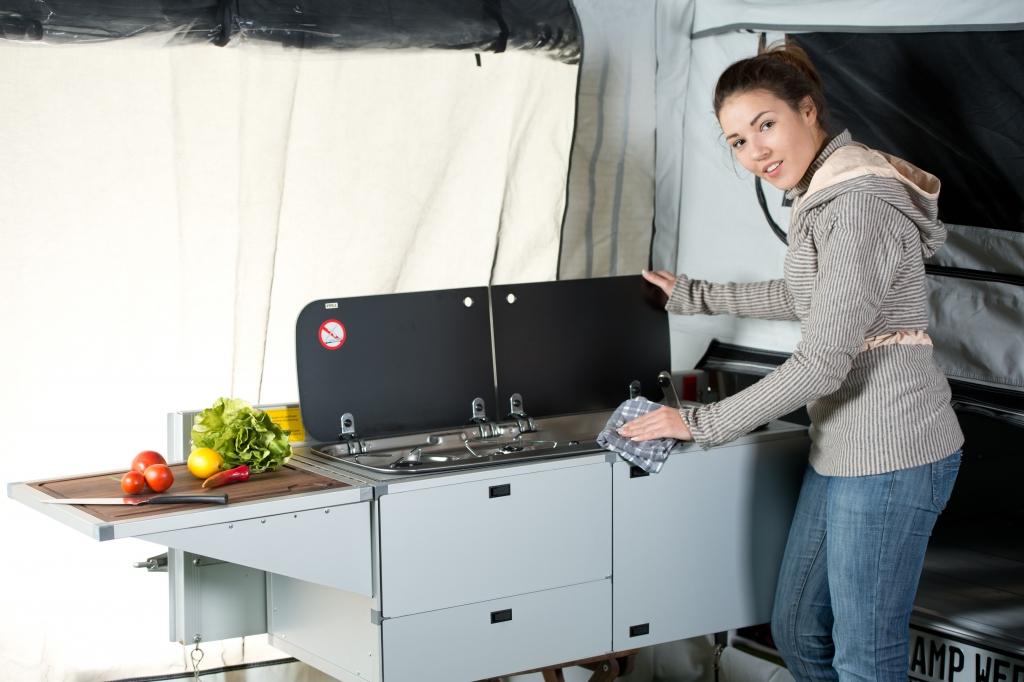 CMT Stuttgart 2013: Campwerk Offroad2-Anhänger, Küche und Zelt