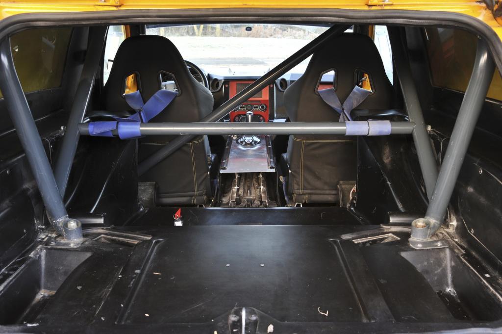 Der Überrollkäfig stammt aus dem Rallye-Einsatz