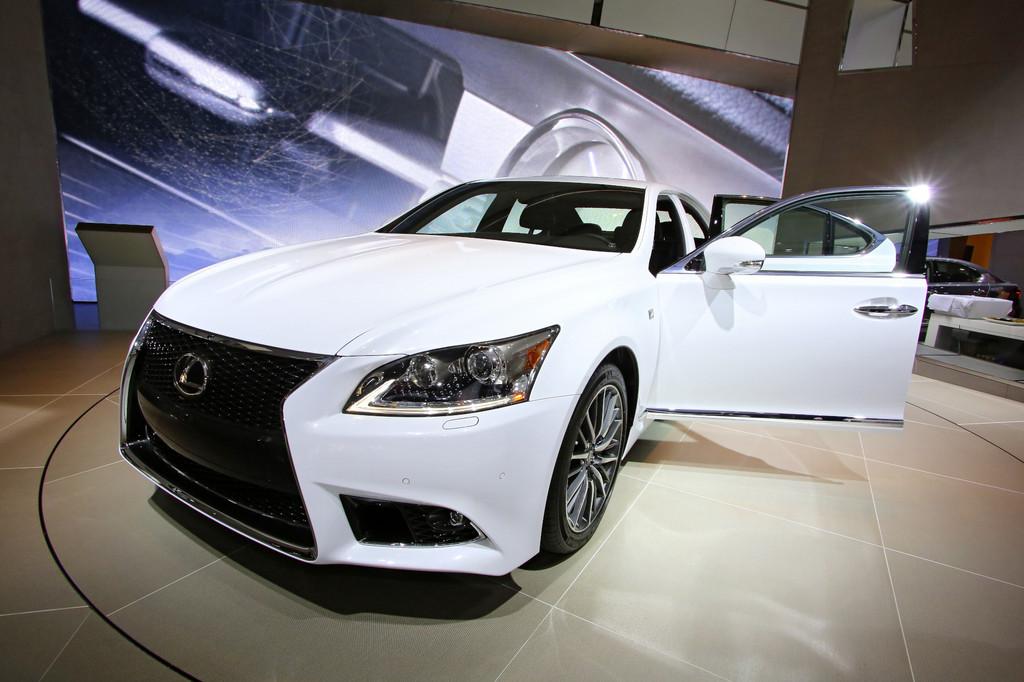 Detroit 2013: Lexus IS-Baureihe nun auch mit Hybrid-Antrieb