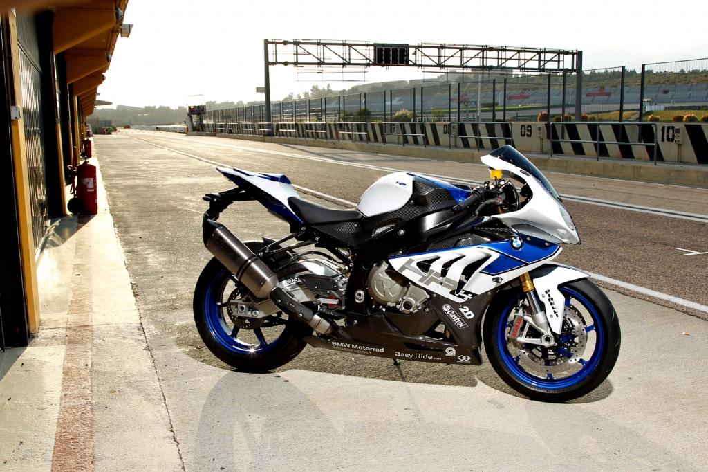 Die BMW HP4 gehört mit einer Leistung von 142 kW/193 PS zu den stärksten Motorrädern am Markt. © BMW