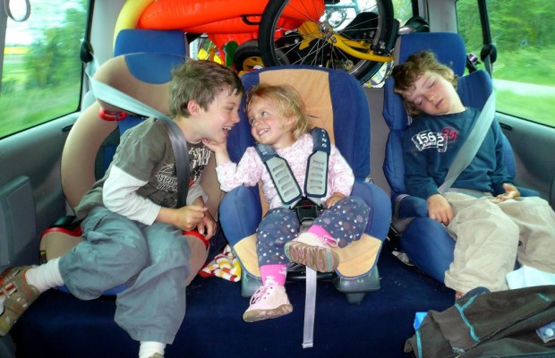 Drei Kindersitze im Fond oft nicht möglich