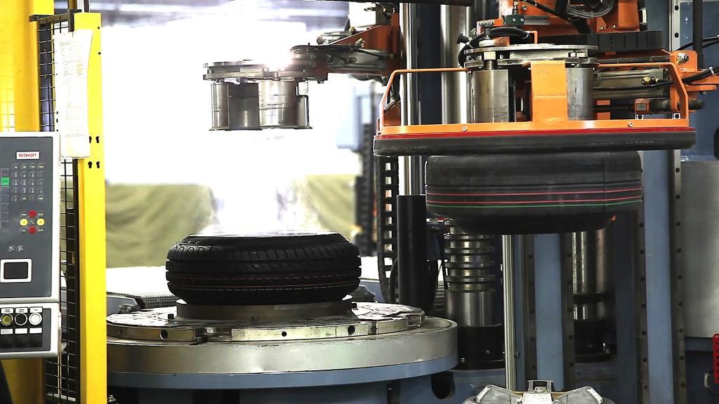 Erster Reifen in russischem Conti-Werk vulkanisiert
