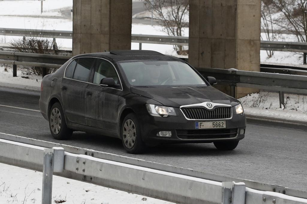 Erwischt: Erlkönig Skoda Superb Facelift - Tarnen und Täuschen