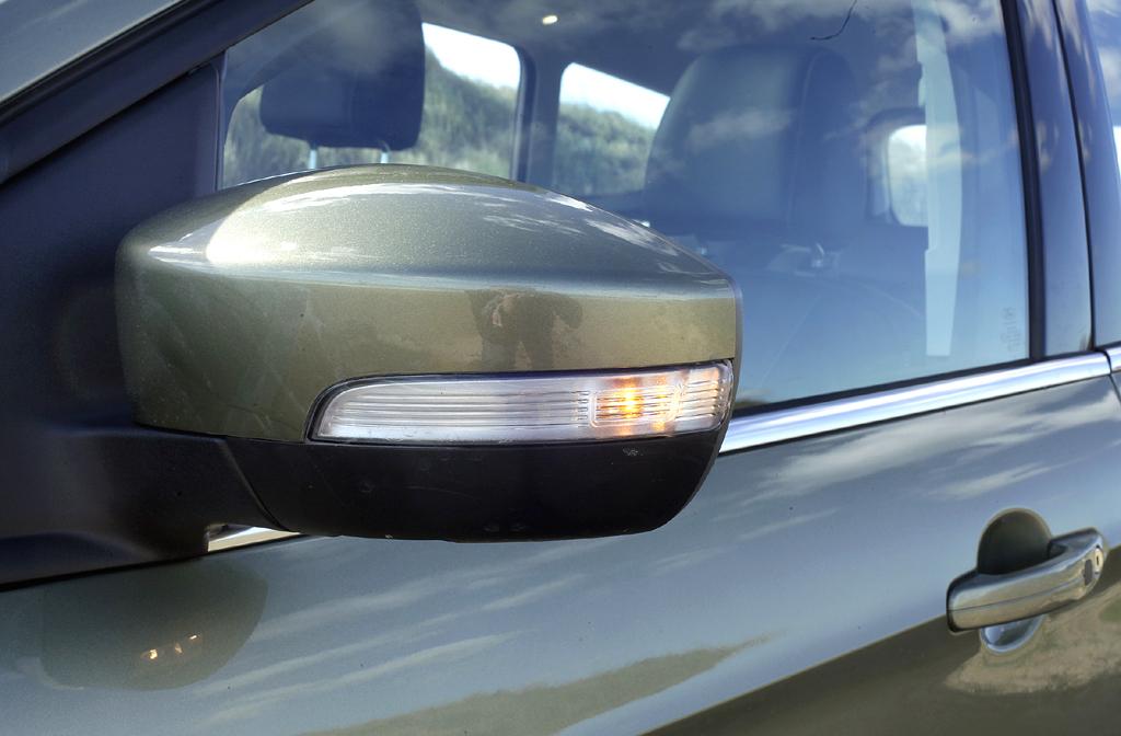 Ford Kuga: In die Außenspiegel sind Blinkleisten integriert.