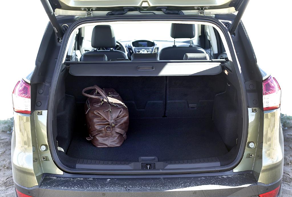 Ford Kuga: Ins Gepäckabteil passen 425/481 bis 1568/1653 Liter hinein.