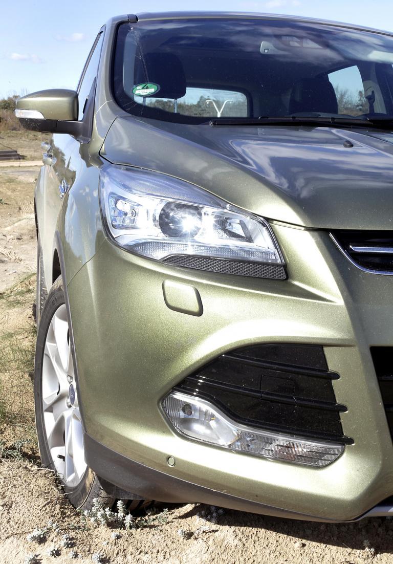 Ford Kuga: Moderne Leuchteinheit vorn.