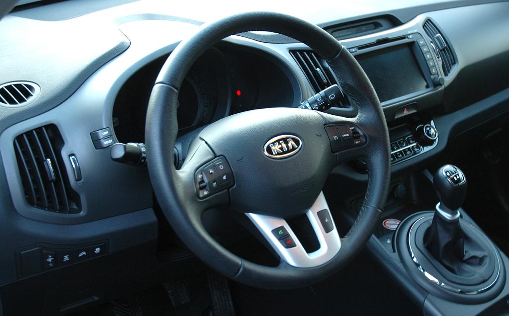 Kia Sportage: Blick ins übersichtlich gestaltete Cockpit.