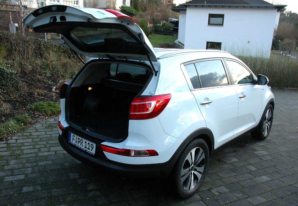 Kia Sportage: Ins Gepäckabteil passen 465 bis 1353 Liter hinein.