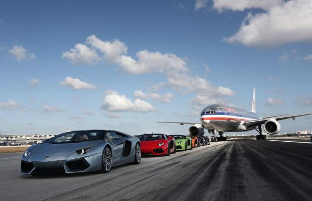 Lamborghini Aventador mit 338 km/h auf der Startbahn