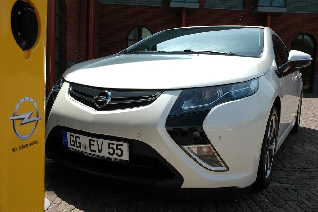 Meistverkauftes Elektroauto 2012: Opel Ampera - mit Reichweiten-Verlängerung.