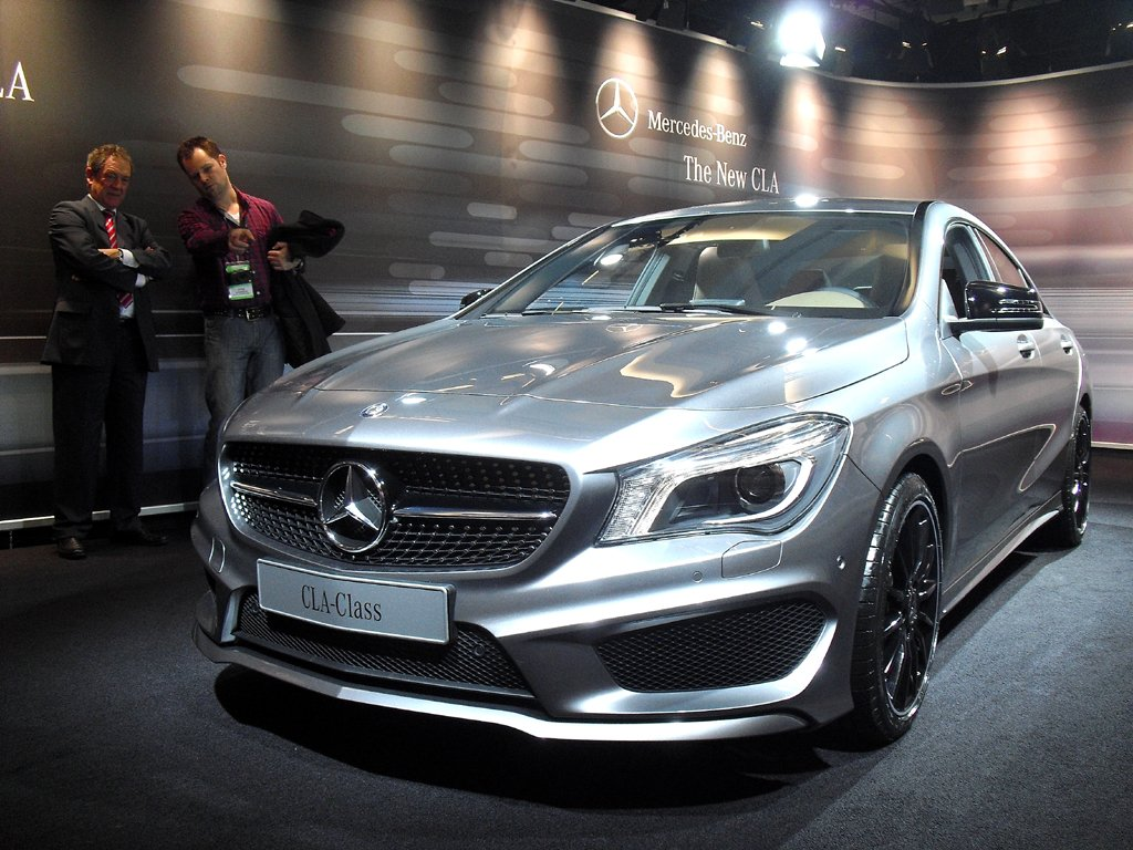 Mercedes liefert sein kleines viertüriges CLA-Coupé ab April aus.