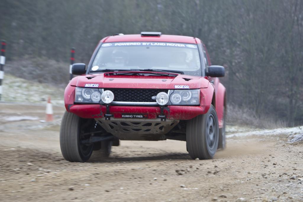 Mit der Rallyeversion des Geländewagens startet Drew Bowler bei der Dakar