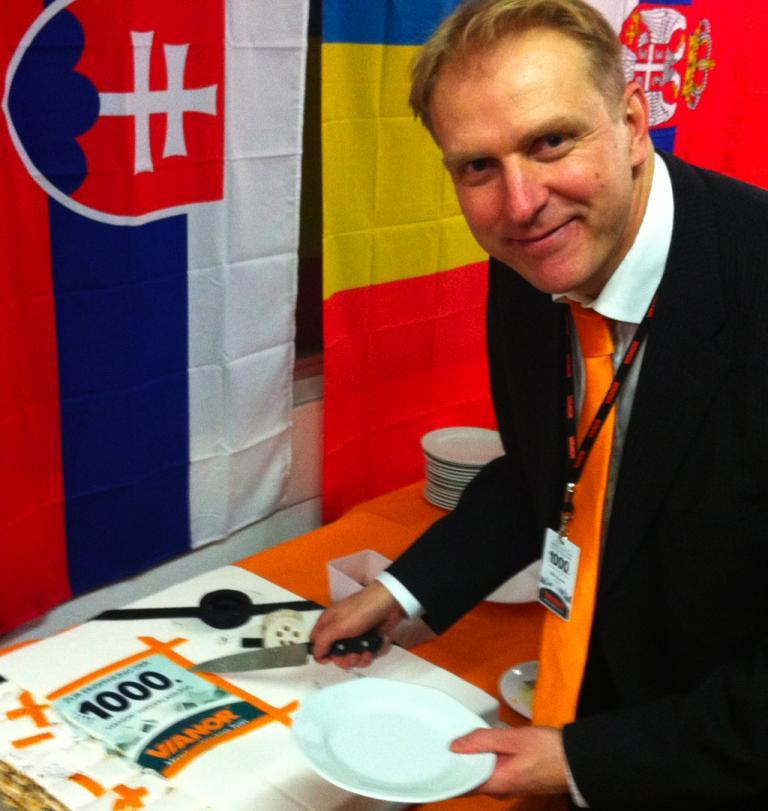 Olli Nuutila, zuständig für Nokians Reifen- und Autoservice-Kette Vianor, in der 1000. Filiale.
