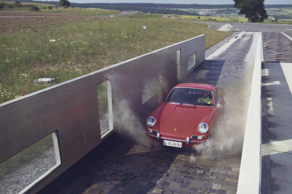 Porsche 911 im Jahr 1970 auf der Teststrecke