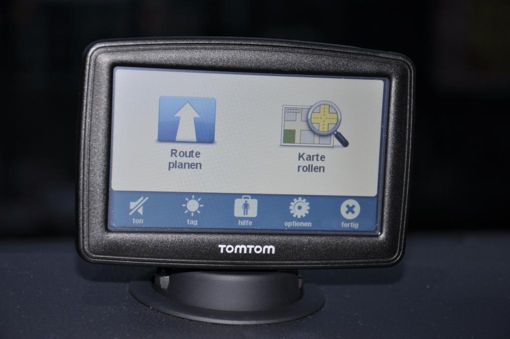 Praktisch: Die mobile Navi-Lösung von TomTom ist deutlich günstiger als integrierte Lösungen