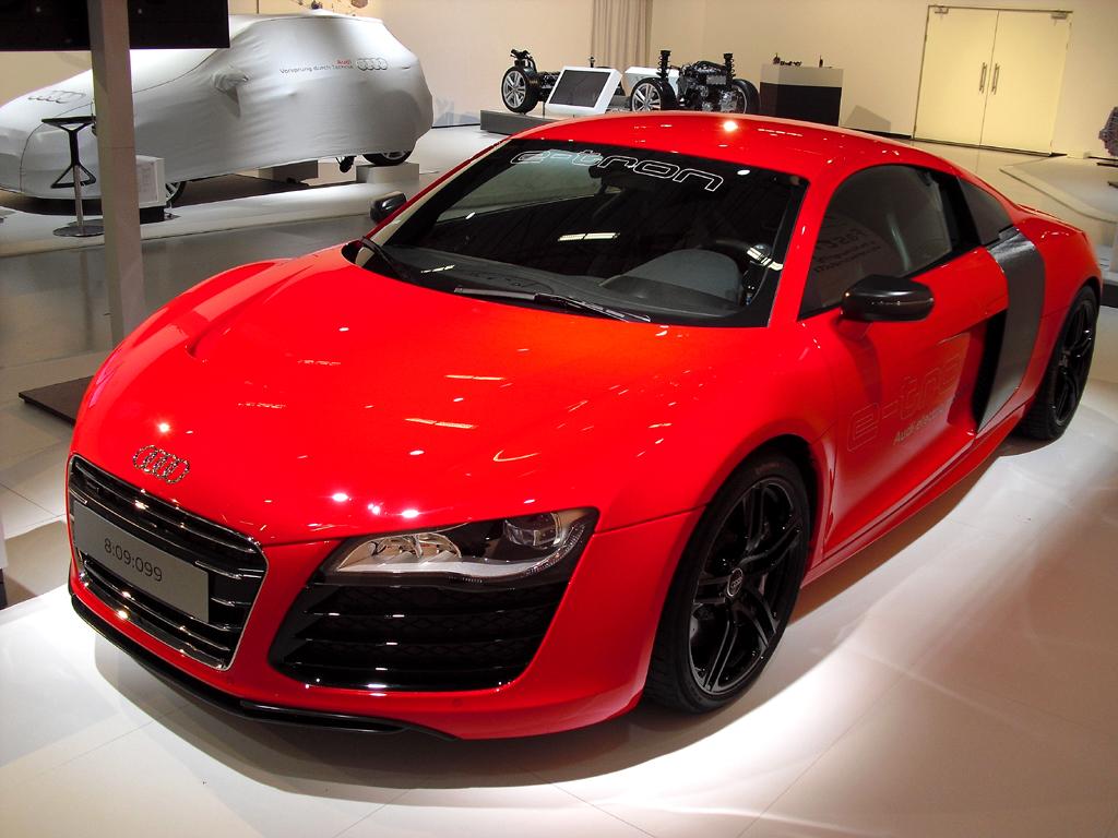 Rekordfahrzeug Elektro-Audi R8 e-tron mit 280/381 kW/PS.