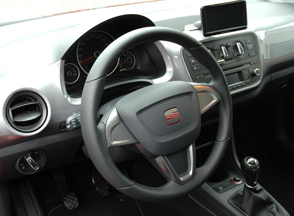 Seat Mii: Blick ins Cockpit, in dem sich alles aufs Wesentlichste konzentriert.