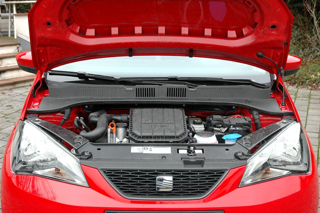 Seat Mii: Blick unter die Haube auf den kompakten 1,0-Liter-Ottomotor.