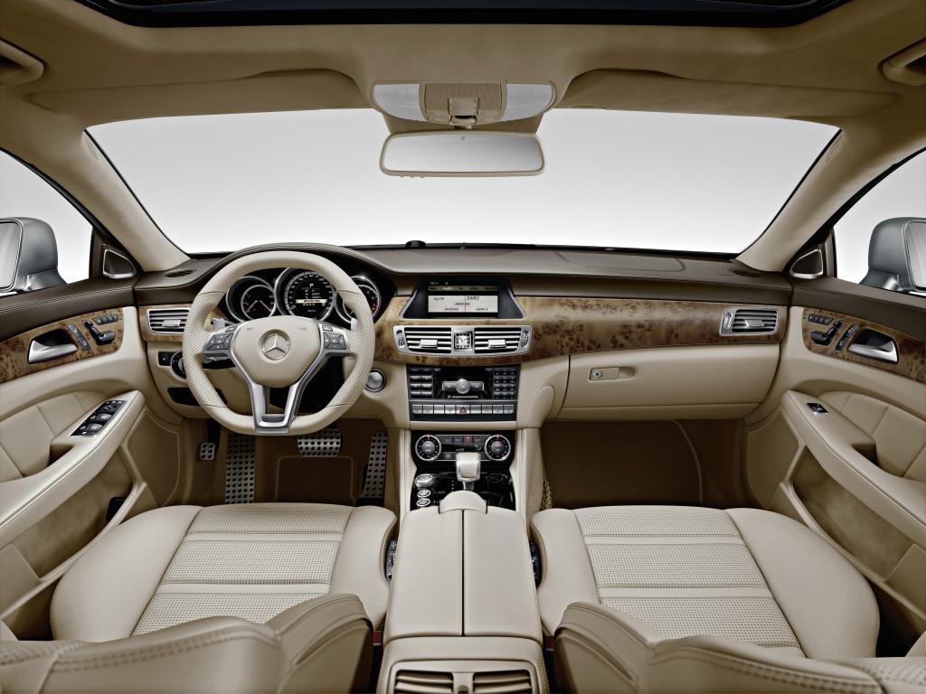 Test Mercedes-Benz CLS 350 CGI BlueEFFICIENCY: Der mit dem CLS spricht / AMG-Innenraum