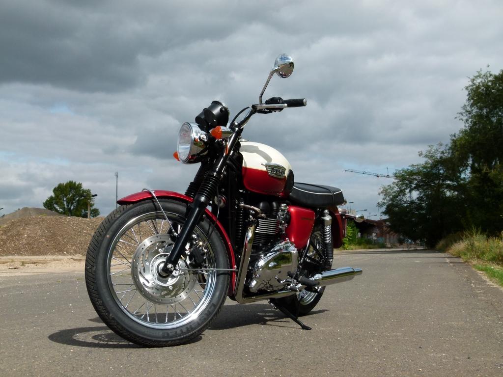 Test Triumph Bonneville T100: ... und die Gier nach Glanz