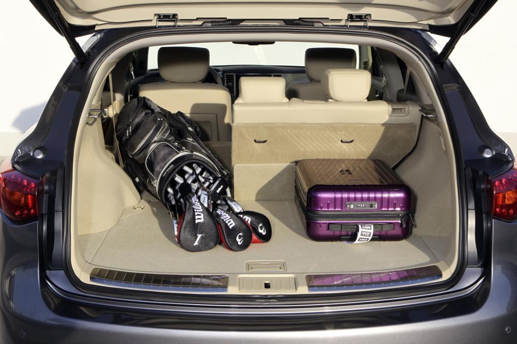 Trotz beträchtlicher Fahrzeuglänge ist der Kofferraum nicht besonders geräumig