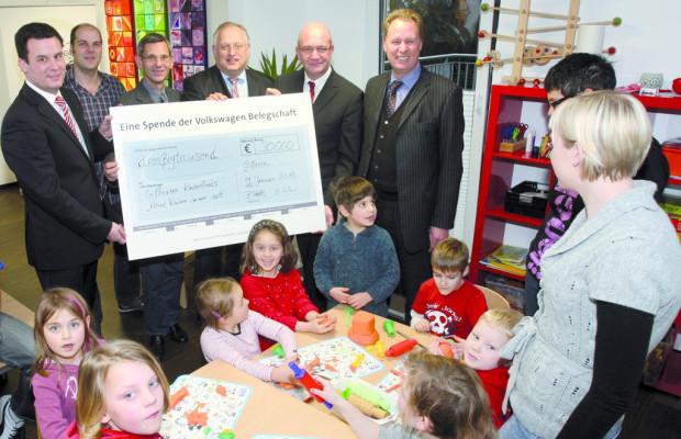 VW-Belegschaft spendet für Gifhorner Kinderfonds