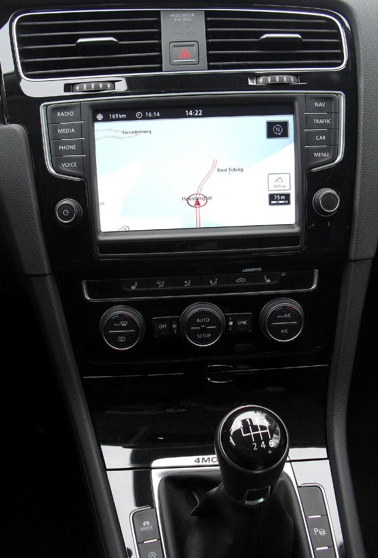 VW Golf 4Motion: Blick auf den mittleren Armaturenträger.