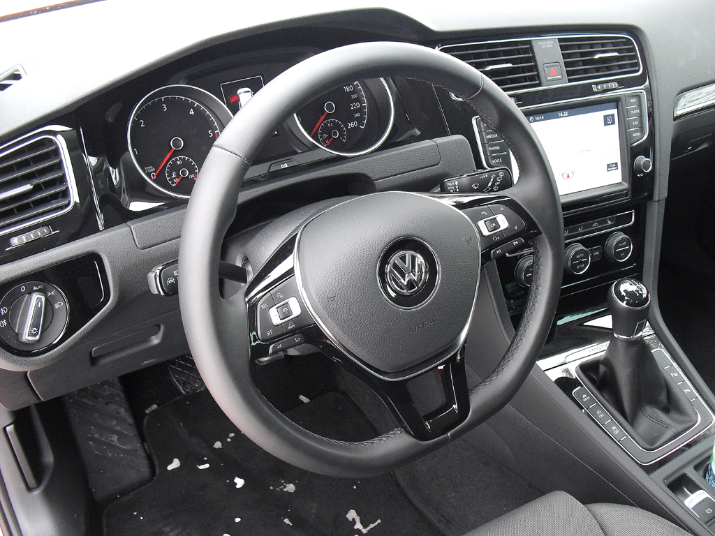 VW Golf 4Motion: Blick ins funktionell-sportliche Cockpit.