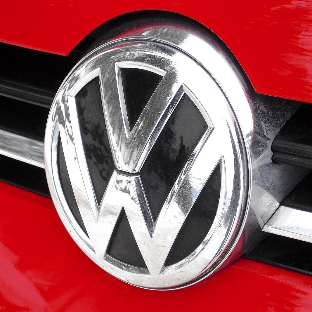 VW Golf 4Motion: Das Markenlogo sitzt vorn mittig unter der Motorhaube.