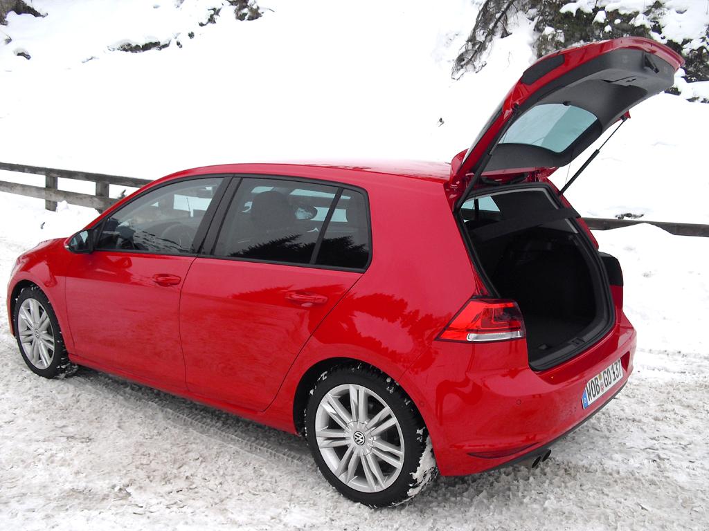 VW Golf 4Motion: Ins Gepäckabteil passen 343 bis 1233 Liter hinein.