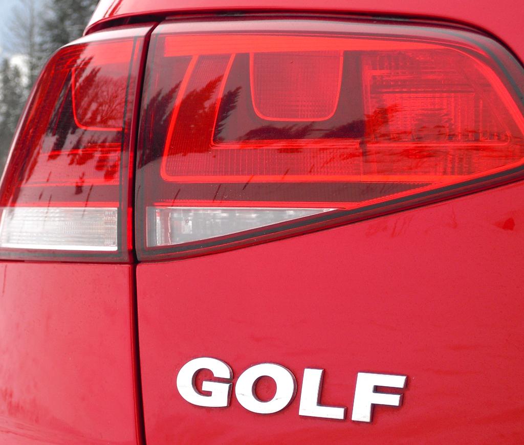 VW Golf 4Motion: Moderne Leuchteinheit hinten mit Modellschriftzug.