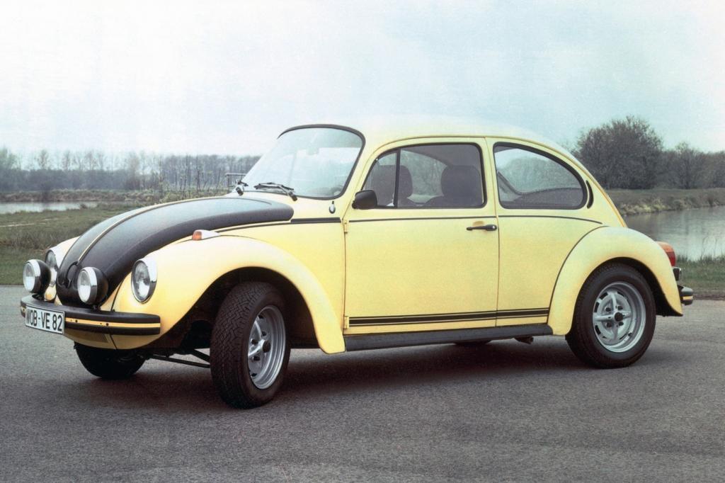 Volkswagen Käfer 1303 gelb schwarzer Renner ab 1973