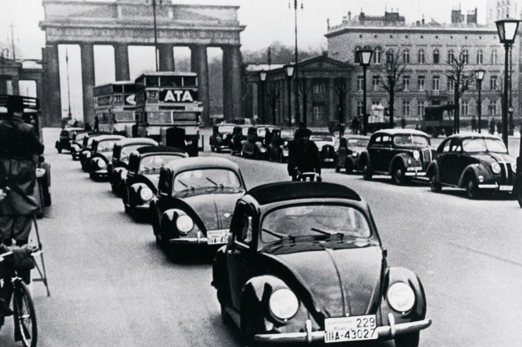 Volkswagen Käfer Modellpräsentation als KdF-Wagen in Berlin, 1939