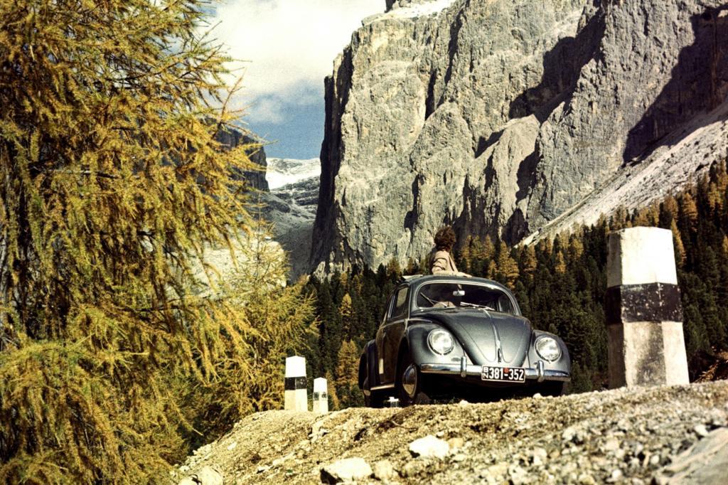 Volkswagen Käfer mit Ovalfenstern