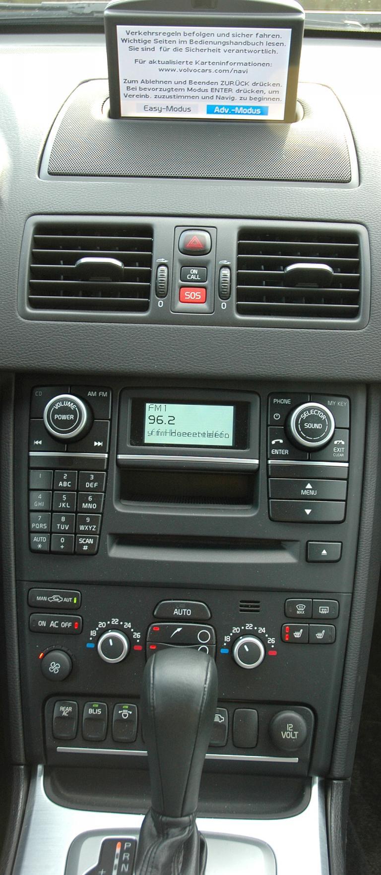 Volvo XC90: Blick auf den mittleren Armaturenträger.