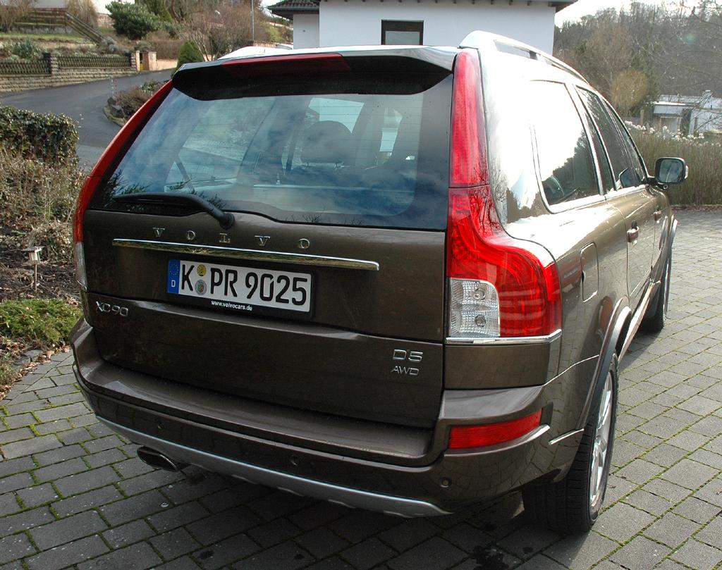 Volvo XC90: Blick auf die Heckpartie.