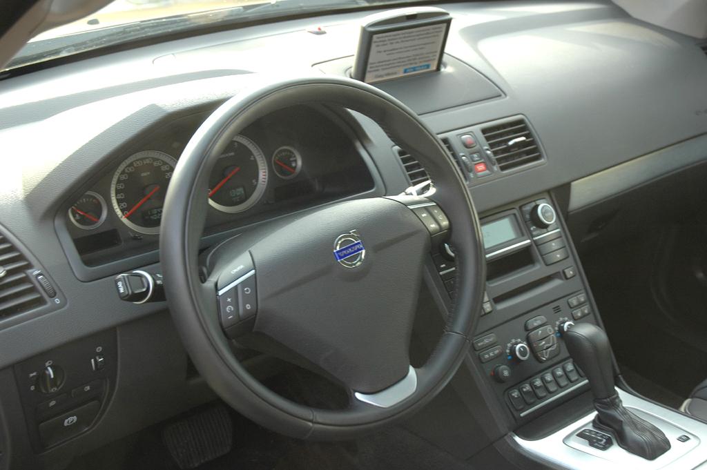 Volvo XC90: Blick ins insgesamt recht übersichtliche Cockpit.