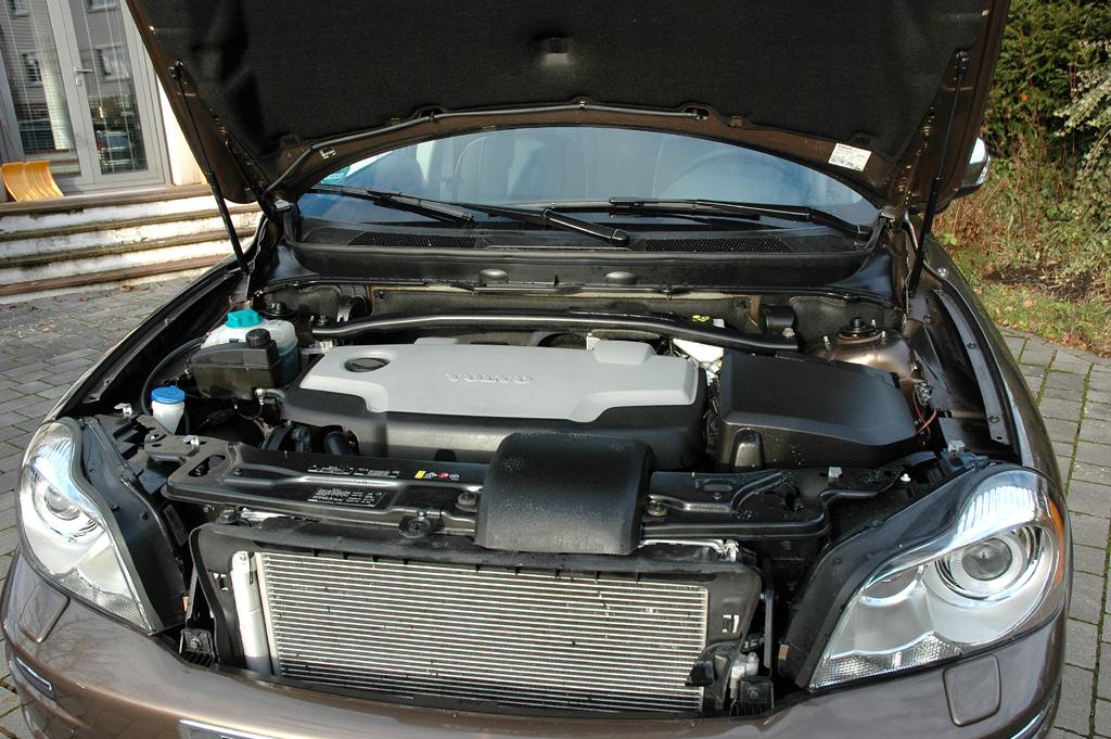 Volvo XC90: Blick unter die Haube auf den 2,4-Liter-Fünfzylinder.
