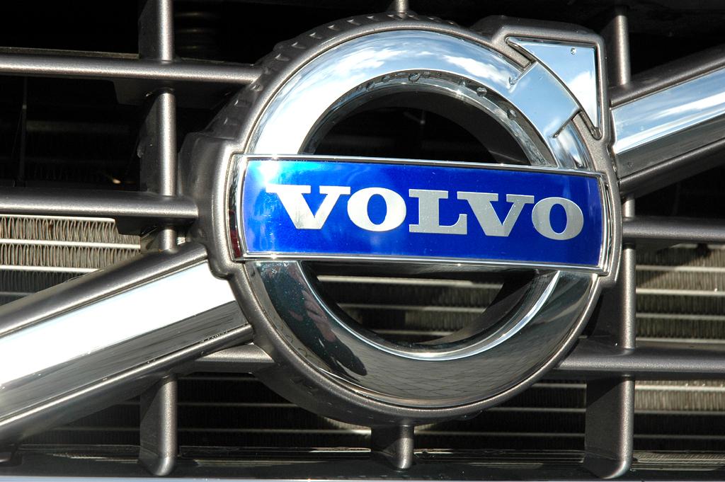 Volvo XC90: Das Markenlogo sitzt vorn mittig im Kühlergrill.