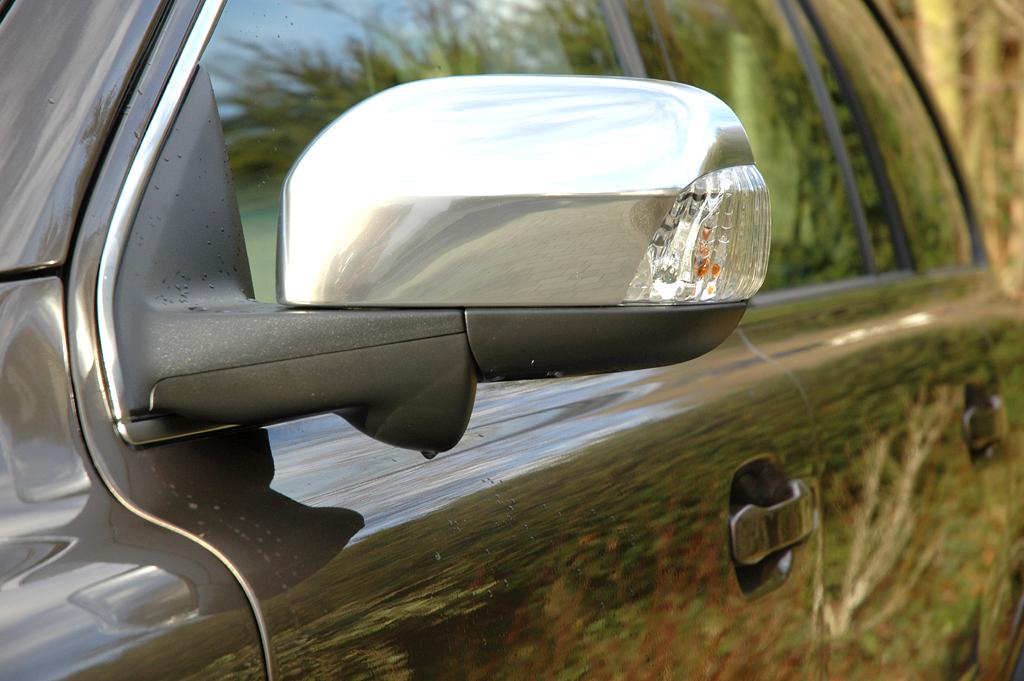 Volvo XC90: In die Außenspiegel sind außen Blinkblöcke integriert.