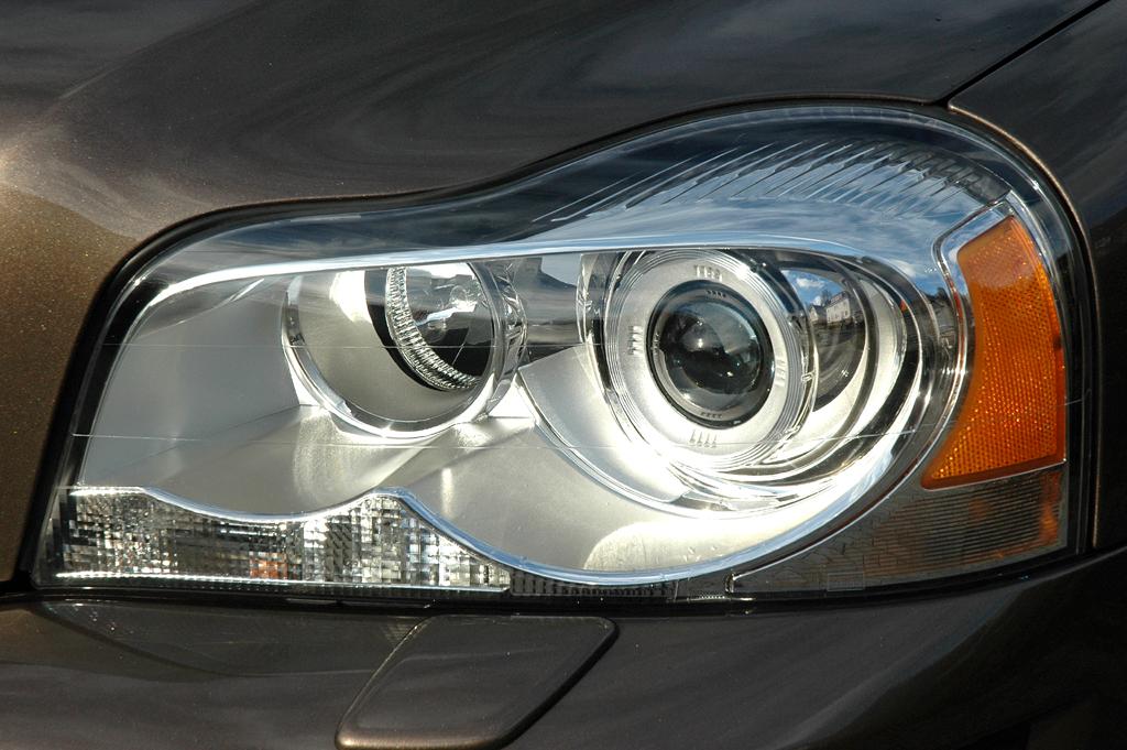 Volvo XC90: Moderne Dual-Xenon-Leuchteinheit vorn.