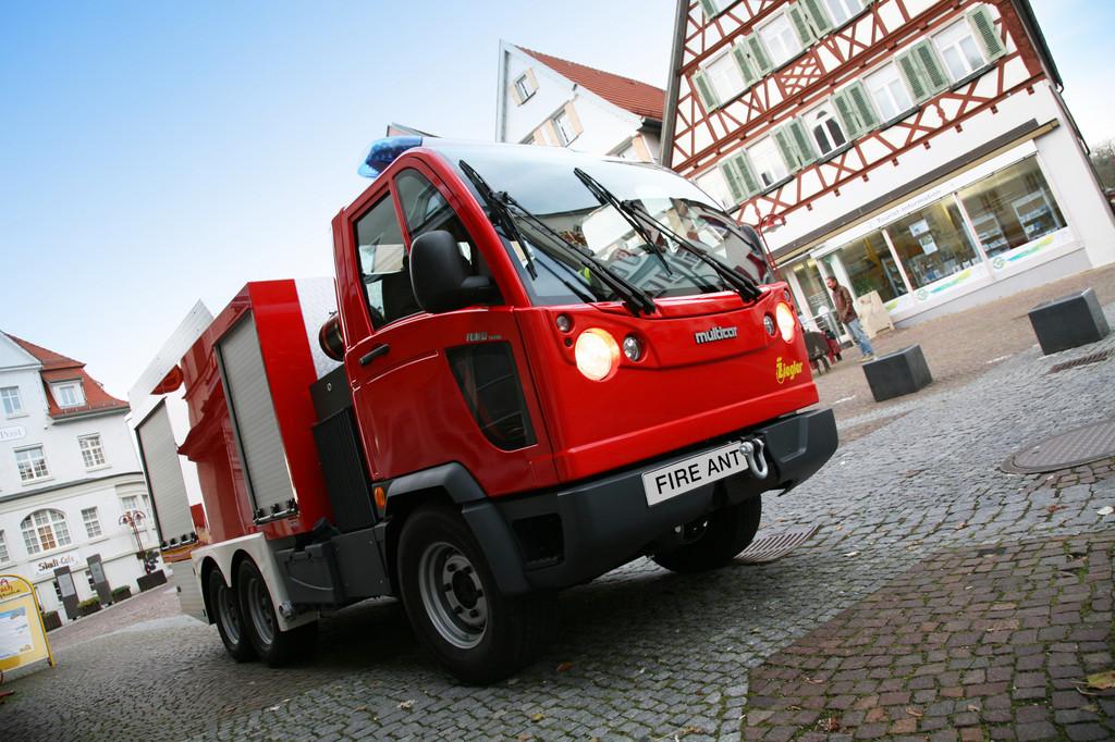 Ziegler entwickelt kleinstes dreiachsiges Tanklöschfahrzeug der Welt