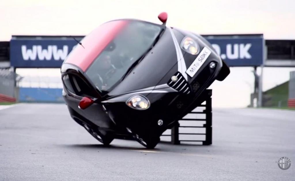 Alfa Romeo Safety Car Stunt  - Bild: Youtube