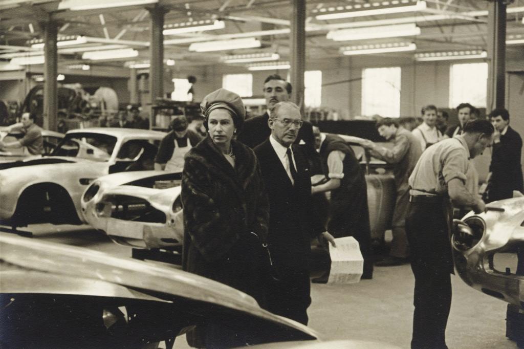 Aston Martin Produktion mit Queen Elisabeth II und David Brown 1960