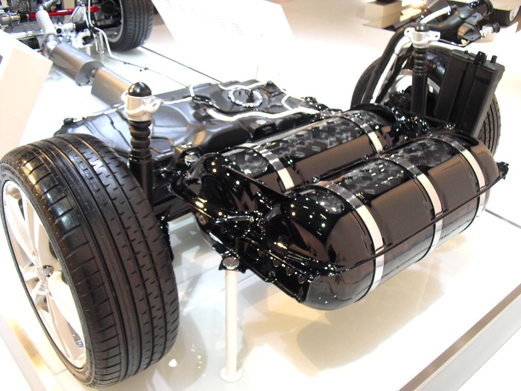 Auch Autos mit Erdgasantrieb, hier die Tanks, oder Flüssiggasantrieb ...